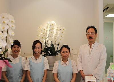 m2162203_staff01